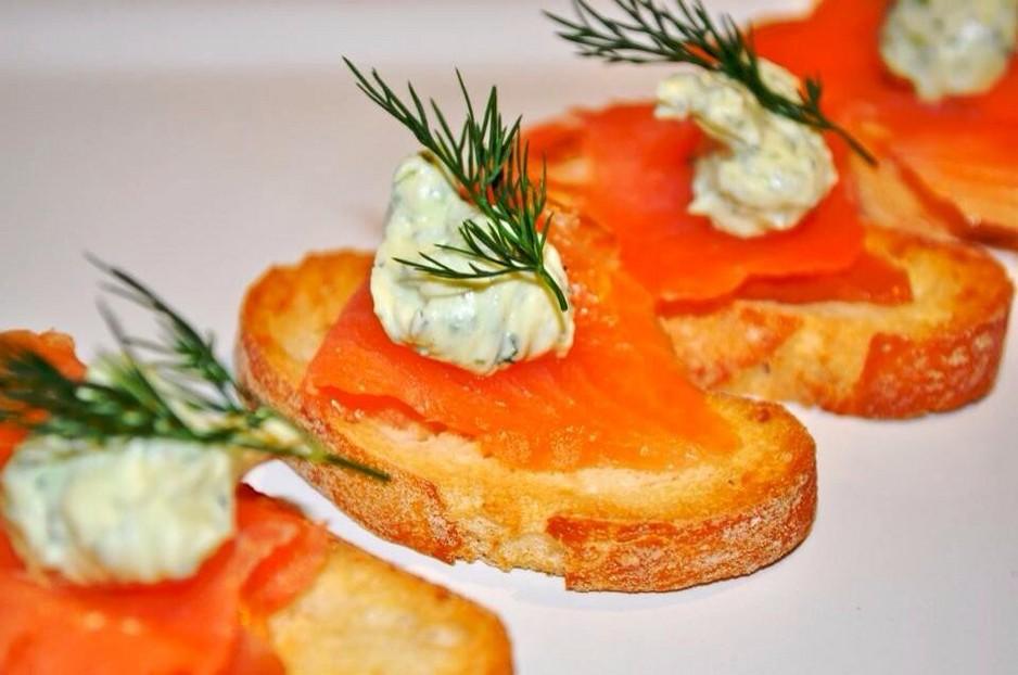 creme smoked salmon crostini with smoked salmon crostini smoked salmon ...